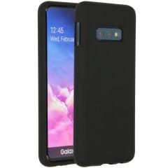 Accezz Coque Liquid Silicone Samsung Galaxy S10e - Noir